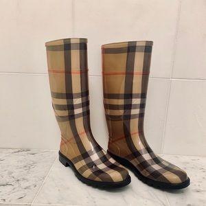 Burberry Tall Nova Check Rain Boot, Size 40